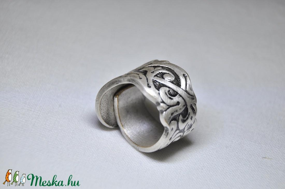 a gyűrű régi változata