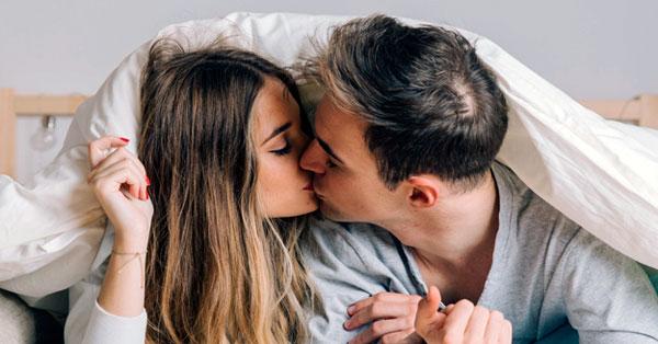 A papilloma vírus csókkal terjed)