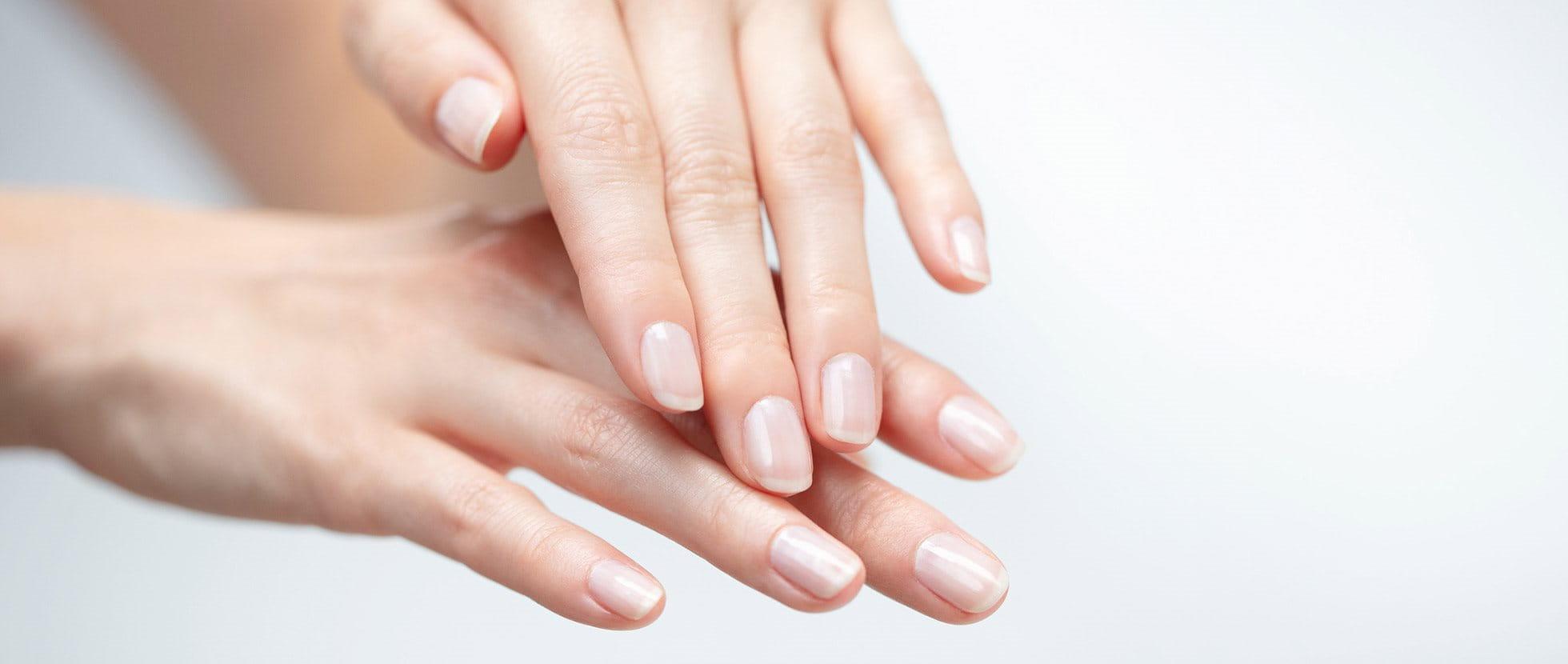 repedések a bőrön az ujjak között