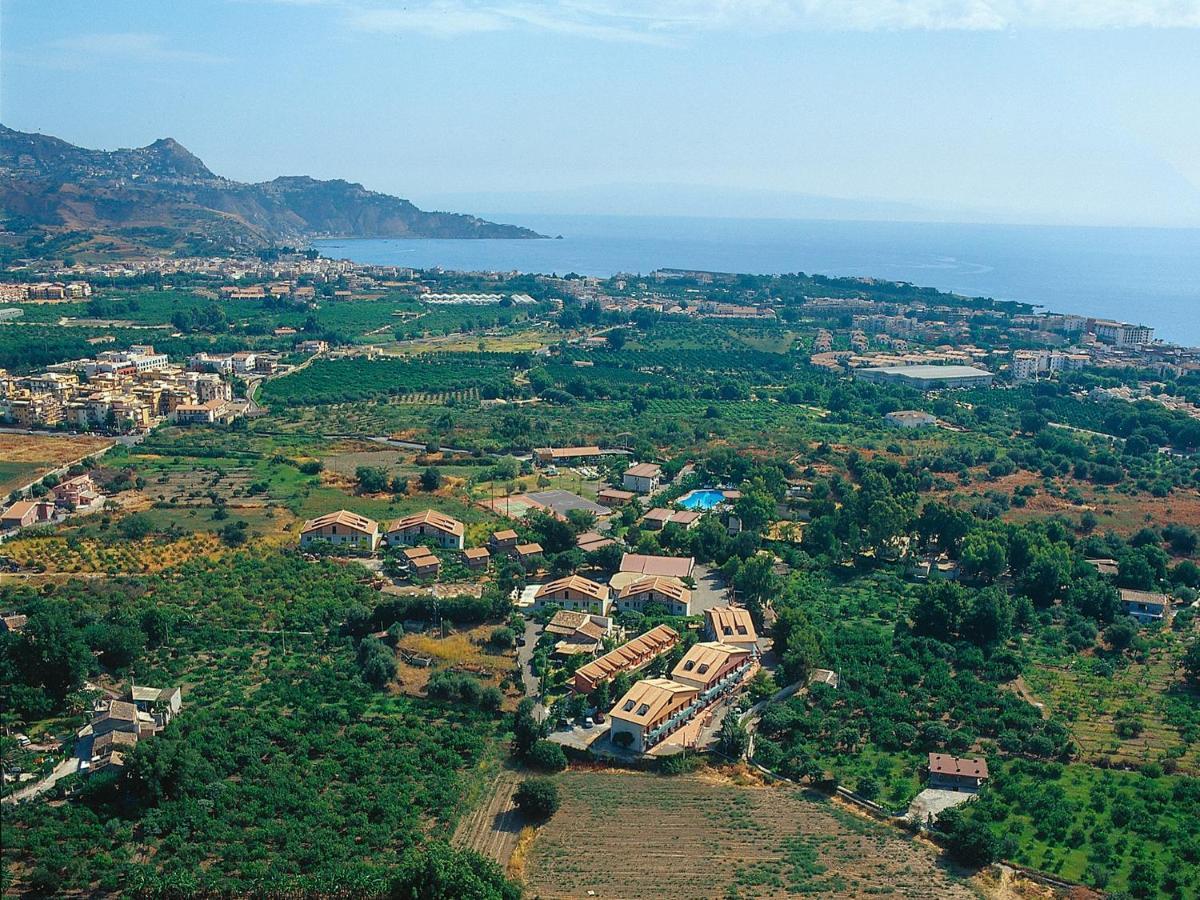 kereskedelmi bevásárlóközpont giardini naxos)