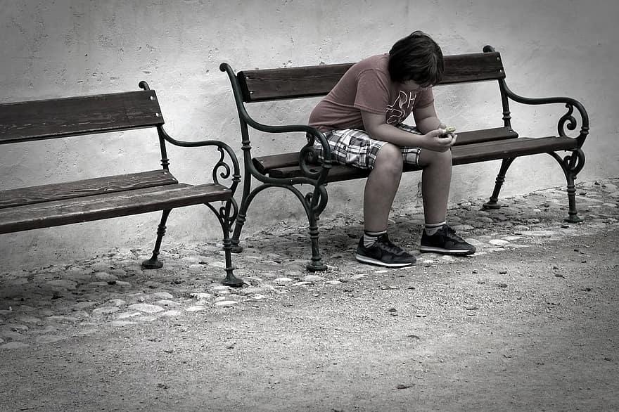 magányos cipő könyörög a féregjáratért
