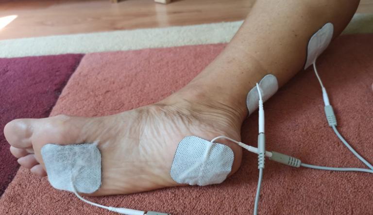 duzzanat a lábujjak között)